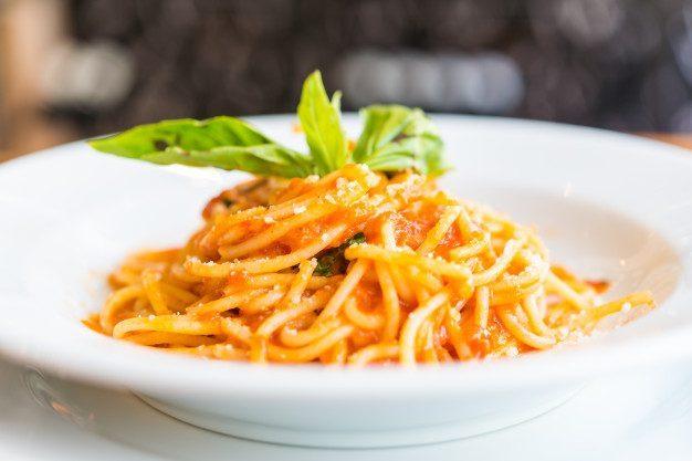spaghetti-bolognese_74190-55.jpg