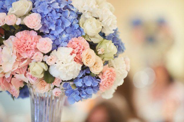 wedding-table-service-bouquet-pink-white-blue-hydrangeas-stands-dinner-table_8353-8661.jpg
